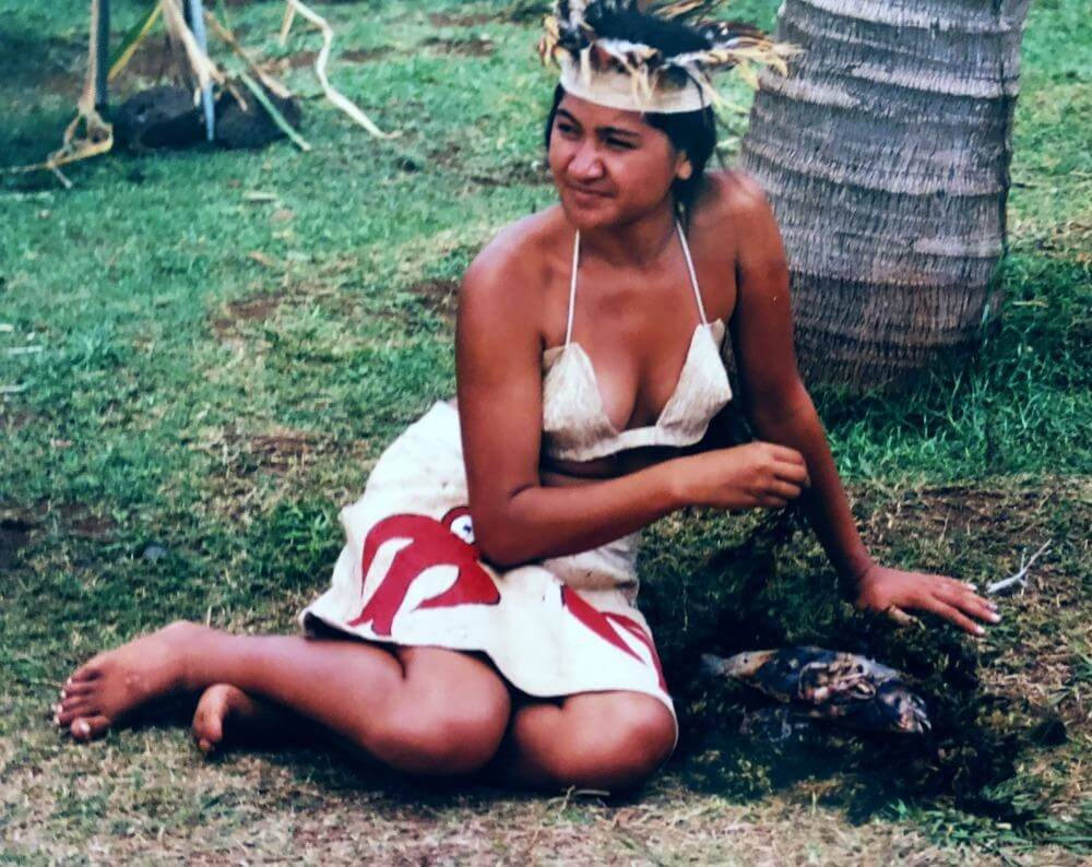 Easter Island Rapa Nui Tapati Festival_tapati queen candidate with fish