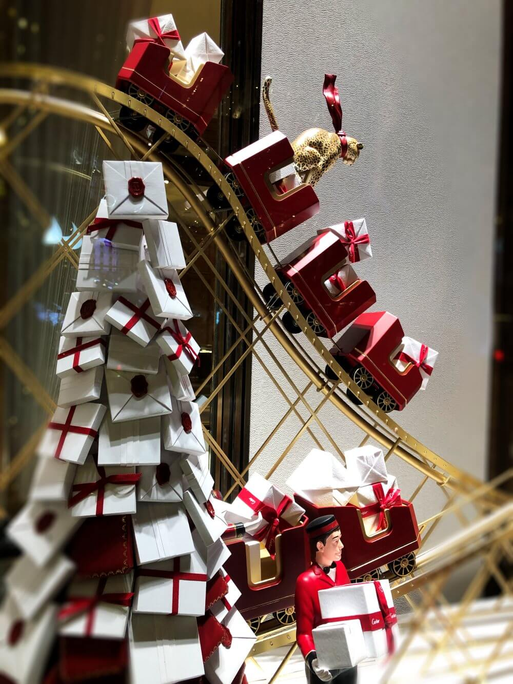 christmas stuff to do in nyc cartier holiday window
