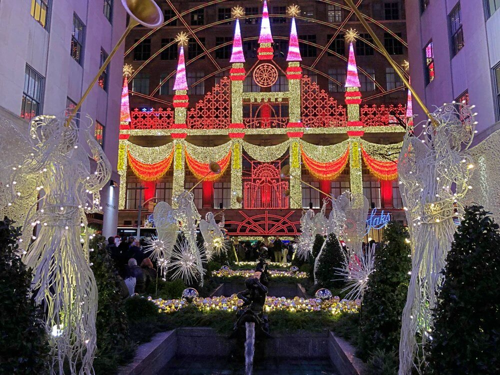 Saks Fifth Avenue Light and music show NYC