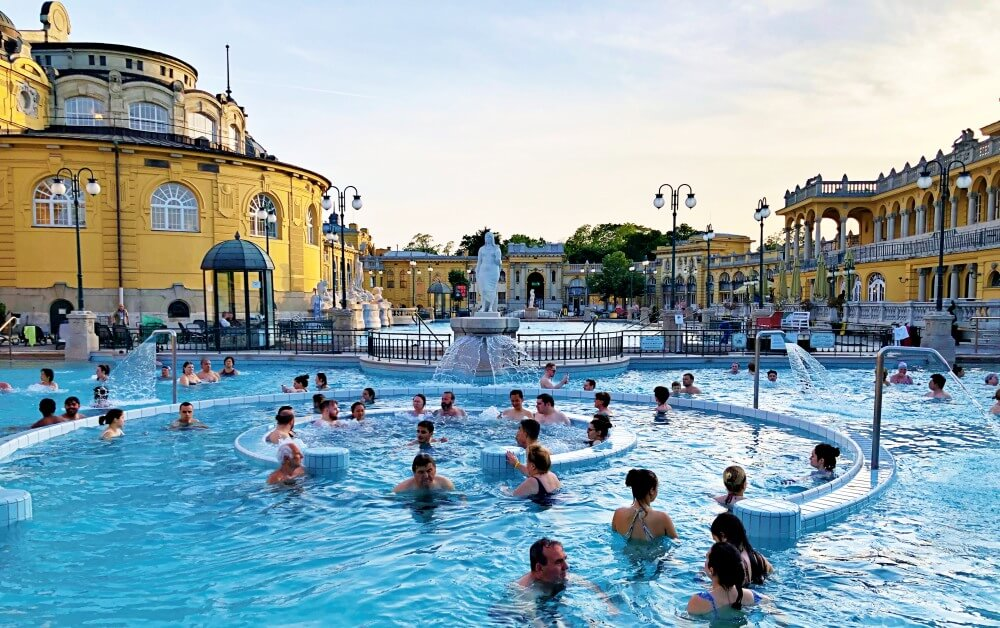 Szechenyi Thermal Baths outdoor pool Budapest_Budapest outdoor baths