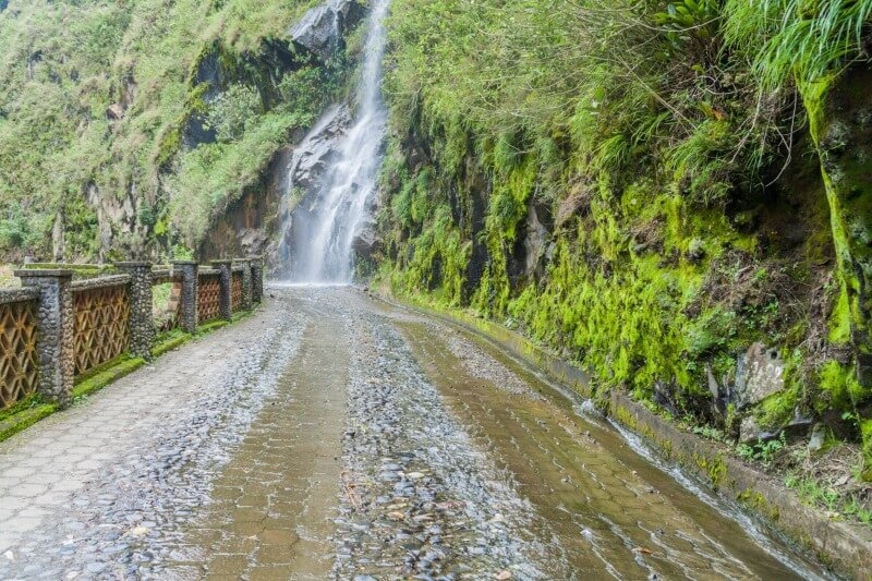 Cycle route of the waterfalls ecuador